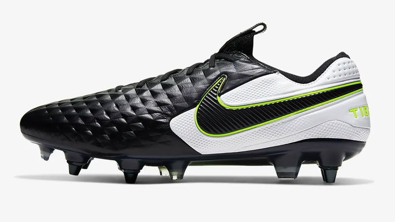 Are Metal Cleats Allowed In Soccer?
